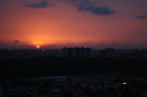 por do sol, do outro lado do apartamento