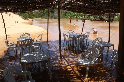 as mesas, dentro d'água